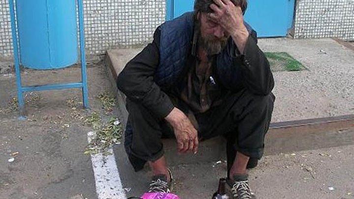 Подобрала бомжа на улице и сделала из него человека!
