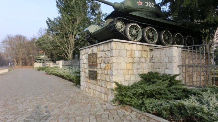 Кладбище-памятник Советских Воинов г.Baruht 9 мая 2011 года