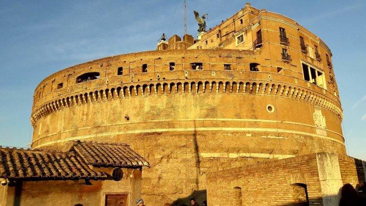 Италия. Рим. Замок Святого Ангела — гробница и крепость, тюрьма, казна и музей. 19 веков в строю