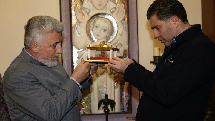 Артур Джанибекян подарил армянской церкви Москвы частицу мощей Святого Григория