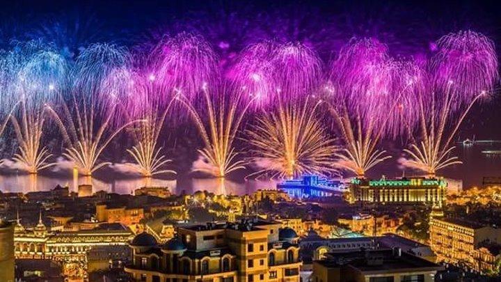 Великолепный Новогодний салют в Баку - Baki 2017