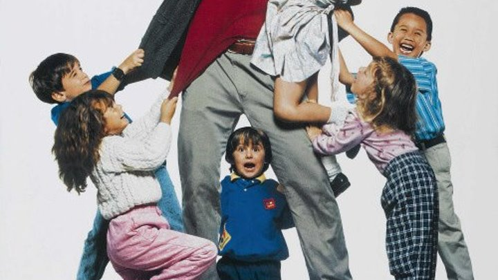отличная комедия _ Детсадовский полицейский (1990) Kindergarten Cop Жанр: Боевик, Триллер, Комедия, Криминал. В ролях: Арнольд Шварценеггер, Пенелопа Энн Миллер, Памела Рид, Линда Хант, Ричард Тайсон, Кэррол Бейкер, Кэти Мориарти, Джозеф Казнс, Кристиан Казнс,
