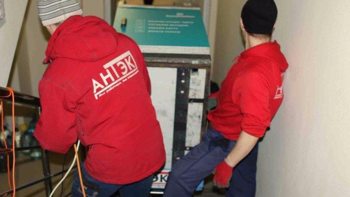 АНТЭК - спуск банкомата по лестнице со второго этажа (г. Тюмень, декабрь 2016 г.)