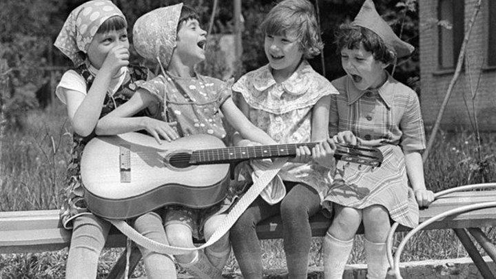 Чего небыло в нашем детстве!!!!! Грузчики несут зеркало Чуть не разбили от смеха просмотров Куран жаттаган Кыз ушундай болуш керек кыздарыбыз класс просмотров Я не могу иначе поёт Ольга Рыбникова ПОТРЯСАЮЩЕЕ ИСПОЛНЕНИЕ просмотра БЕЛЫЙ АИСТ САМАЯ НОВАЯ ПЕСНЯ ДЛЯ ВАС Сняли ночью в