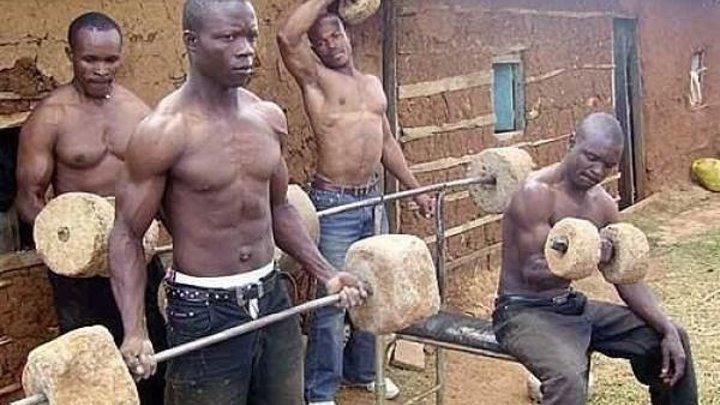 КАЧАЛКА В АФРИКЕ - посмотри как тренируются АФРИКАНСКИЕ БОДИБИЛДЕРЫ. мотивация бодибилдинг
