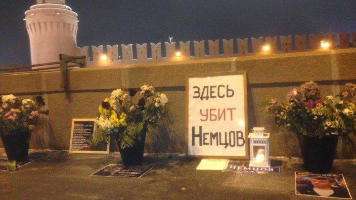 Как уничтожают народный мемориал на месте гибели Немцова. Постыдное занятие.