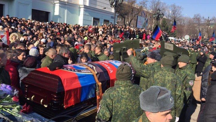 Гиви похоронили возле Моторолы на донецком кладбище