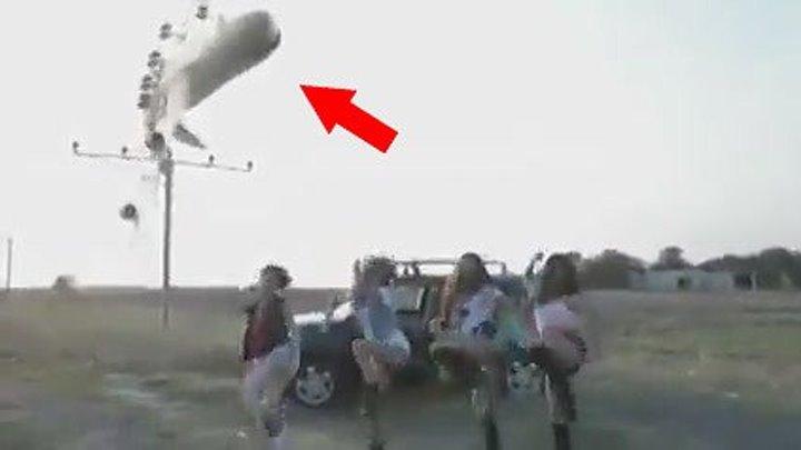 На волосок от гибели... Не удачное приземление самолета.. ЖЕСТЬ!
