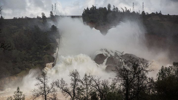 Meduza — Крупнейшая плотина США на грани прорыва