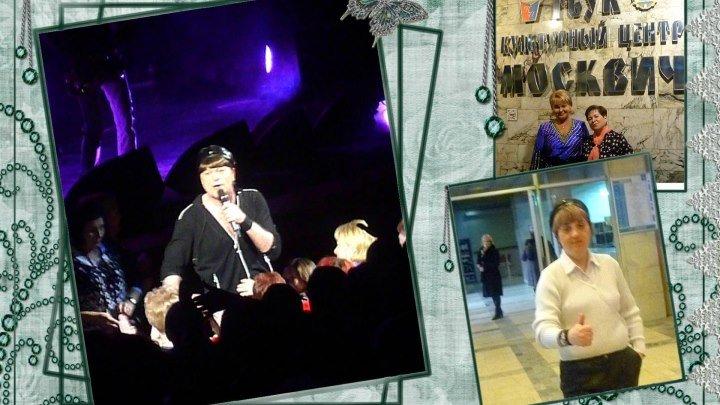Виктор Королёв со своей старшей внучкой Сонечкой на концерте в Москве Москвич 18