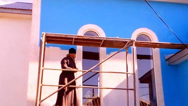 Начались работы по покраске наружных стен Свято-Алексеевского храма в п.Лазурное (Херсонская обл)