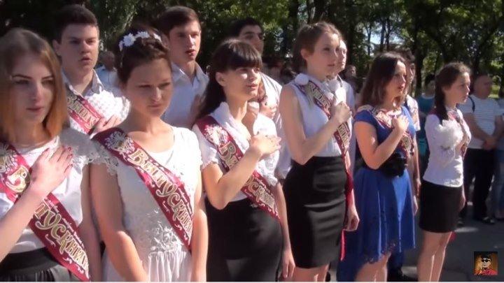 Девушка с характером?Выпускники Генической санаторной школы-интерната поют гимн Украины