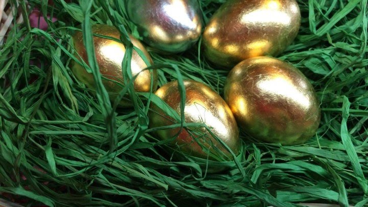 Красим пасхальные яйца - креативно!