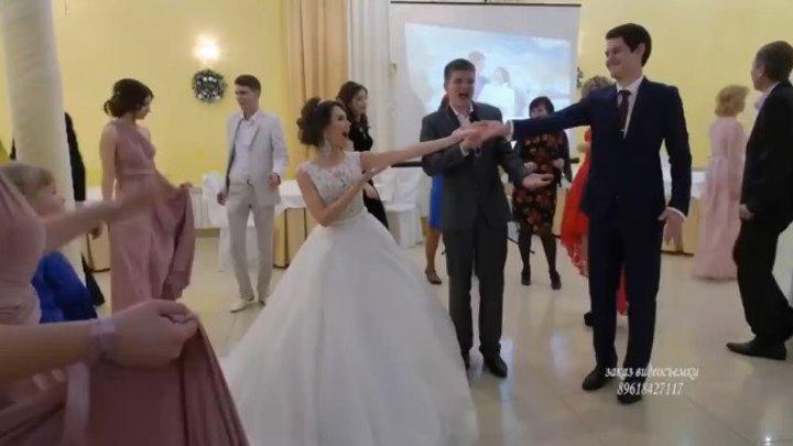 Гость спел на свадьбе! Ведущий был в шоке!