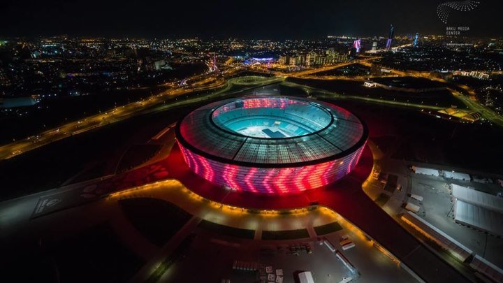Бакинский Олимпийский Стадион вместительностью 68000 человек, являющийся самым большим стадионом на Кавказе.