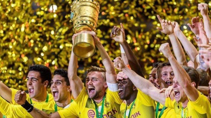 Награждение Боруссии Дортмунд - обладателя Кубка Германии 2016/17