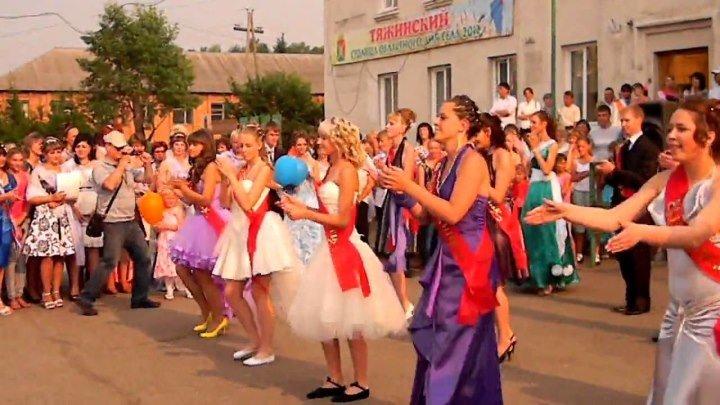 Зажигательный танец. УЧИТЕЛЬНИЦА - МОЛОДЕЦ!!!