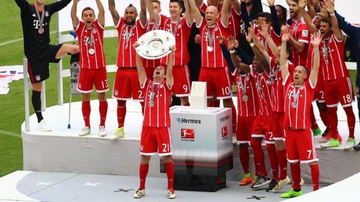 Награждение Баварии - чемпиона Германии 2016_17
