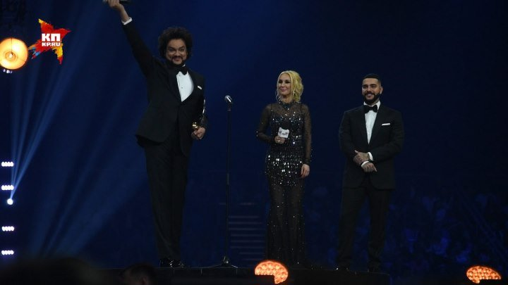 Премия Муз ТВ: Тимати стал певцом года, Бузова приставала к Максиму Галкину, а Светлана Немоляева расплакалась от эмоций