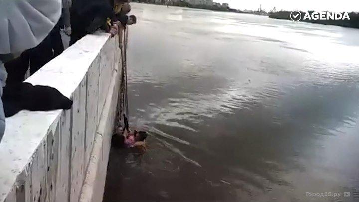 Подросток спас двоих детей