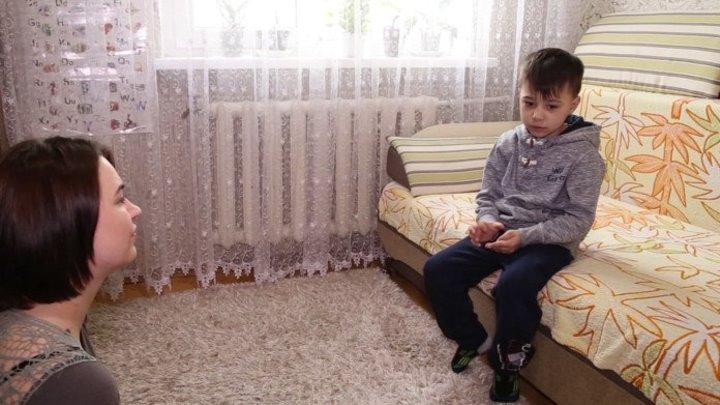 O mămică şi-a echipat copilul cu un ceas de înregistrare și l-a trimis la grădiniță. Ce a auzit, a îngrozit-o