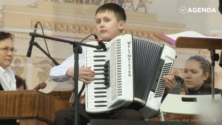 Слепой мальчик-аккордеонист