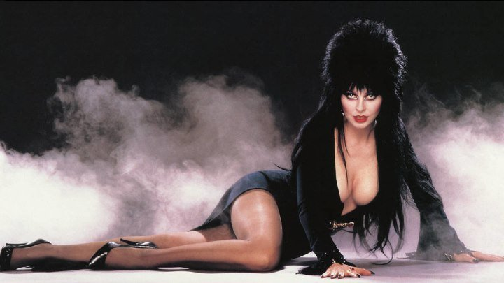 """Фильм """" Эльвира: Повелительница тьмы HD (1988) """"."""