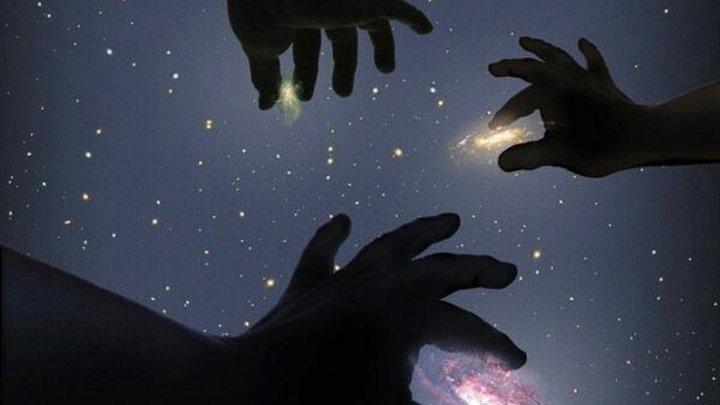 В 10500 г. до н.э. на широте Гизы можно было наблюдать довольно интересную и красивую картину на Звёздном небе. Большой Сфинкс смотрит на восток, прямо на своего небесного собрата, созвездие Льва.Три звезды пояса Ориона находятся в своём нижнем положении (ниже они опуститься не могут) после этого н
