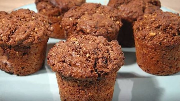 Ореховые маффины с шоколадной начинкой по рецепту Юлии Высоцкой