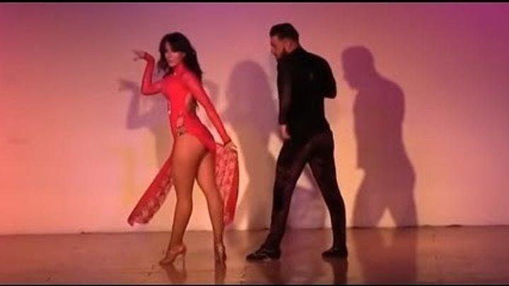 Страстный танец! Кто круче танцует, парень или девушка?