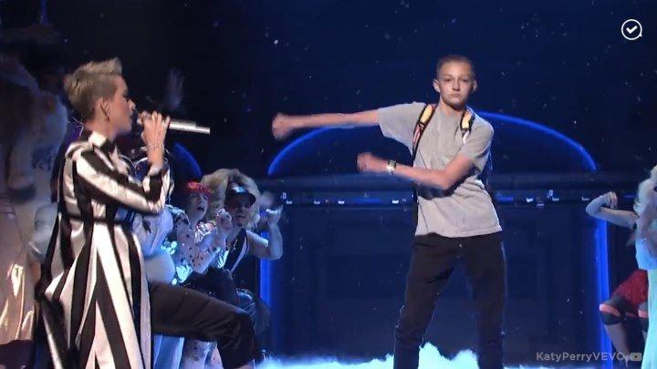 Танцующий подросток покорил Instagram