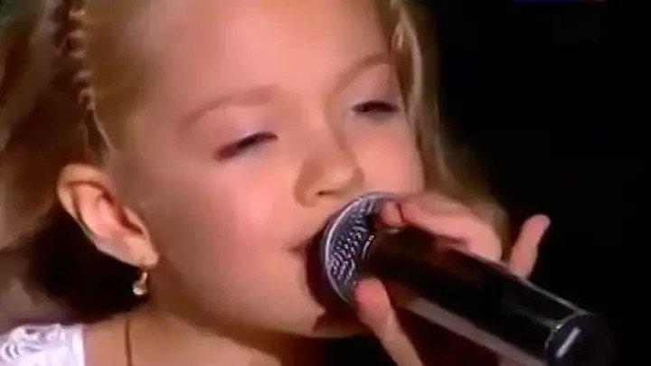 От её голоса и исполнения мурашки по телу. Она - чудо!!!