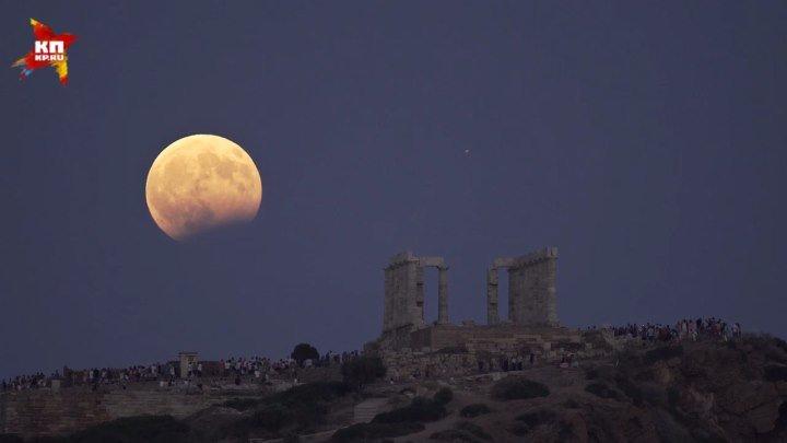 «Кровавая луна» над Храмом Посейдона