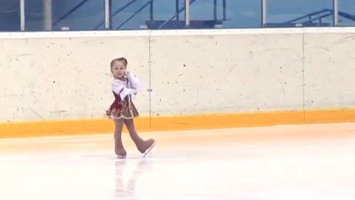 Ей всего 2,5 года!!! Самая маленькая фигуристка Казани!