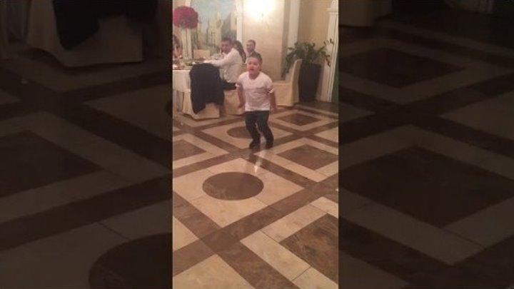 Парниша взорвал танцпол. Папито чоколато🙏😂