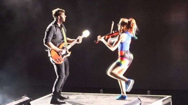 "Lindsey Stirling - ""Roundtable Rival ⁄ Don't Let This Feeling Fade"" - 10⁄05⁄2016"