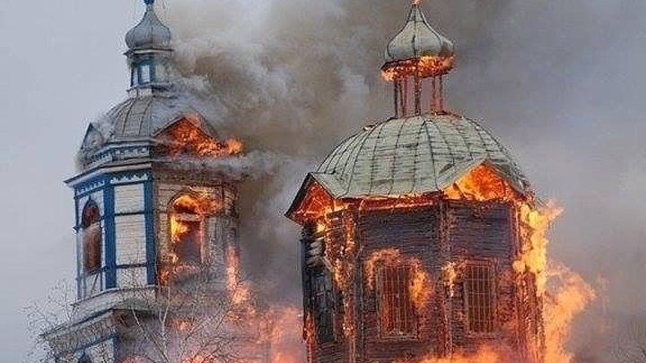 В центре Киева тысячи верующих противостоят радикалам, которые требуют снести церковь