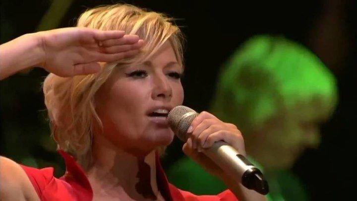ПОТРЯСАЮЩЕ !!! БРАВО !!! - Немка русскими песнями многотысячную Kolner Lanxess-Arena на уши. Helene Fischer мощно зажигает в Кёльне.
