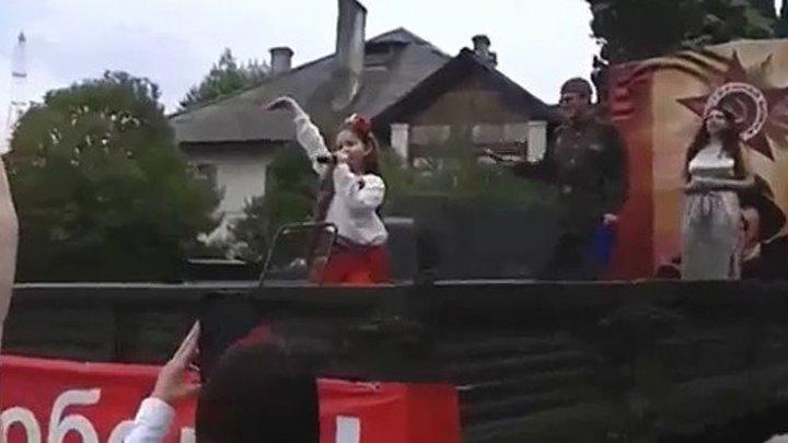 Девчушка `СМУГЛЯНКОЙ` рванула душу!!!