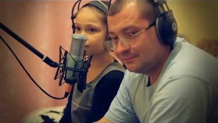 Конечно не профессионалы, но поют до слез .... Папа и дочка!