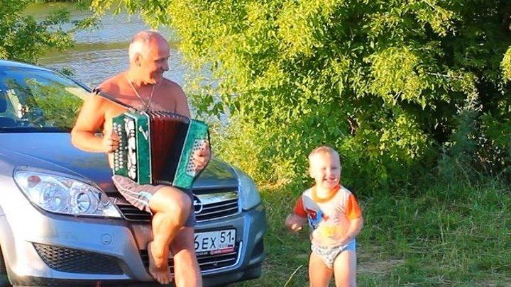 Ночь лунявая. Сережка 4 года поет ) Море позитива)))