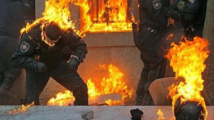 Вспомнить все! Беркут нападает на мирных протестующих