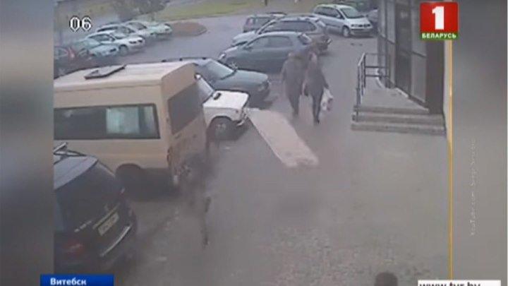 Бетонная плита чуть не убила парня в Витебске