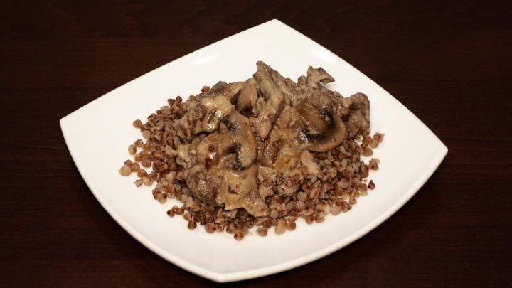 Бефстроганов из говядины с грибами в мультиварке, рецепт бефстроганова. Рецепты для мультиварки. Мультиварка. Мясо в мультиварке