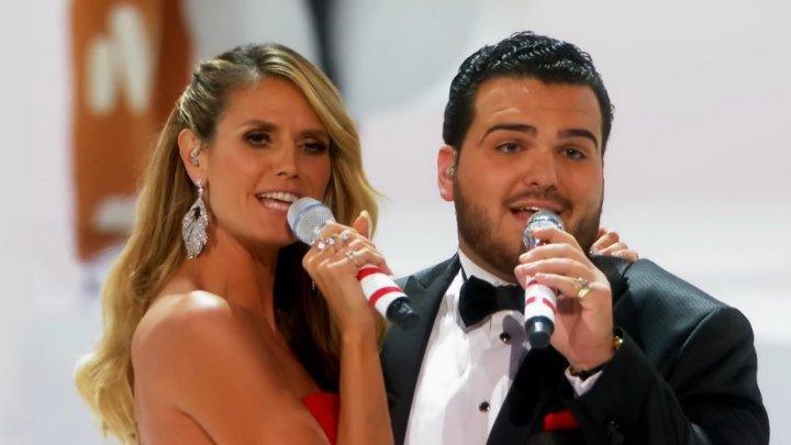"""🎼 Heidi Klum & Sal Valentinetti """"Santa Baby"""" на шоу """"America's Got Talent 2О16"""" (HD1О8Ор)"""