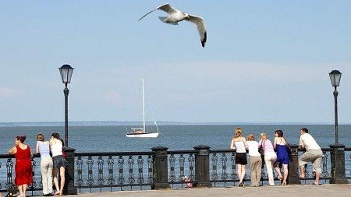 На берегу Таганрогского залива ,есть небольшой ,уютный городок