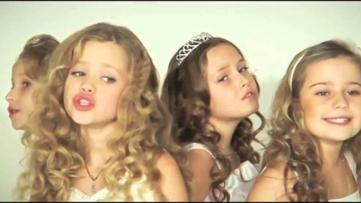 Дети очень красиво поют песню про маму!