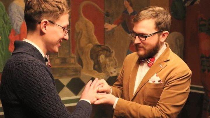 Откуда штамп: гей-свадьба взбудоражила МВД и Госдуму.
