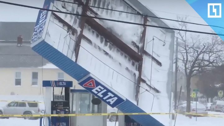 Ветер сорвал крышу заправки в Нью-Джерси
