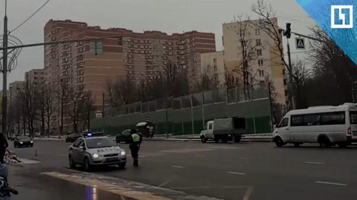 Светофор устанавливают на месте гибели девочки в Новой Москве